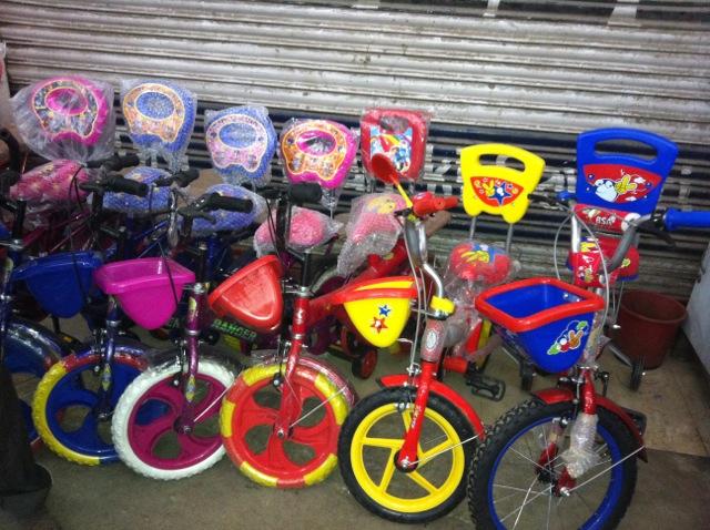 Jhandewalan Cycle Market